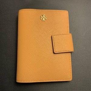 NWOT Authentic Tory Burch Passport Wallet